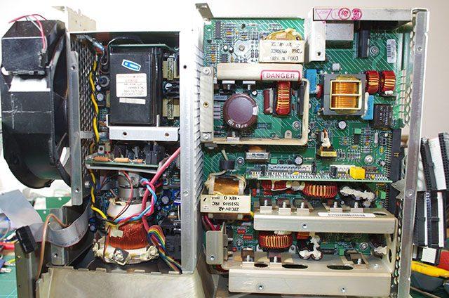 電源部とブラウン管を用いたディスプレイモジュール
