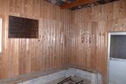 壁際のベンチ