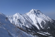 中岳、阿弥陀岳を望む