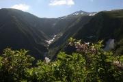 奈曽渓谷を左手に見ながら