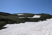 賽の河原はまだ雪に埋もれている