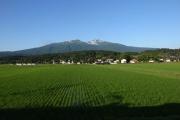 車窓から望む鳥海山