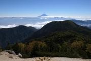 右手後方には富士山