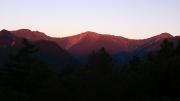 朝日に染まる白根三山