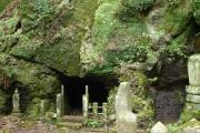 奥の院の岩窟