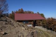 赤い屋根の避難小屋