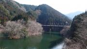 橋の上ではワカサギ釣り