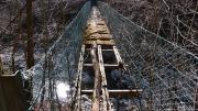 底が抜けた吊り橋