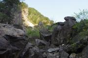 光滝の手前の巨岩地帯