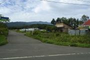 登山口バス停から積丹岳を望む