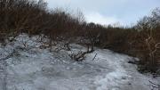 登山道はまだ雪の下