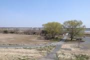 土手から谷中湖を望む