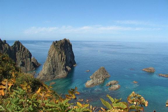 日本の渚100選に選ばれた島武意海岸