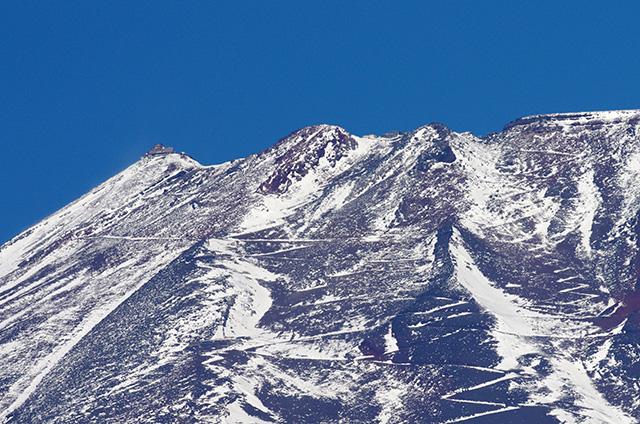 山頂の旧観測施設