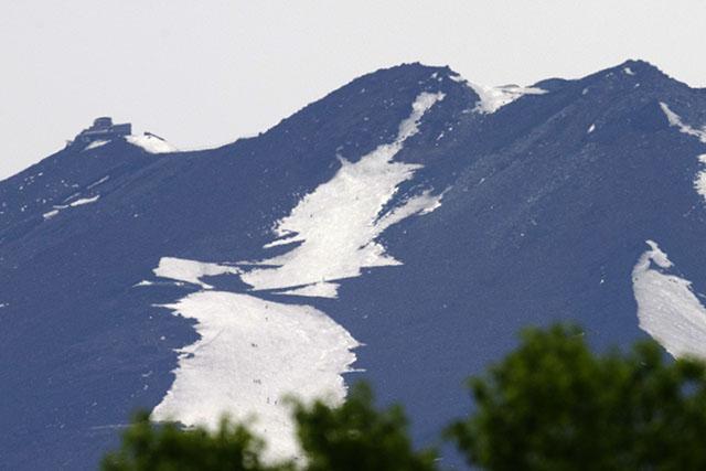最後のスキーを楽しむ人達