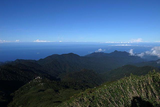 頂上からは種子島も見渡せる