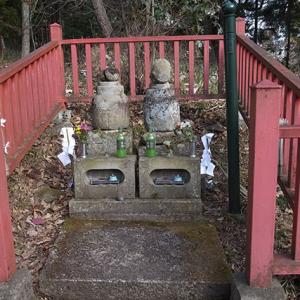 義経の妻と子供の墓