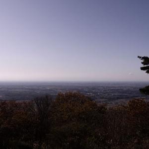 肉眼では丹沢の山々や富士山も