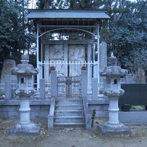 忠信、継信の墓