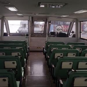 ガラガラの船内
