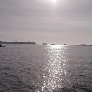 逆行に映える島々