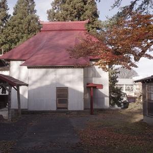 冬囲いで覆われた養泉寺