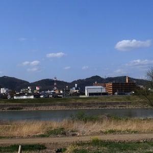 信夫山を望む