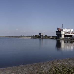 貯水池機場
