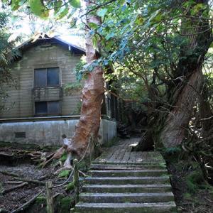 新高塚小屋の外観