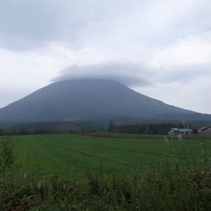 羊蹄山に掛かる笠雲